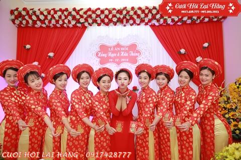 Đội Đỡ Tráp Nữ Áo Dài Đỏ